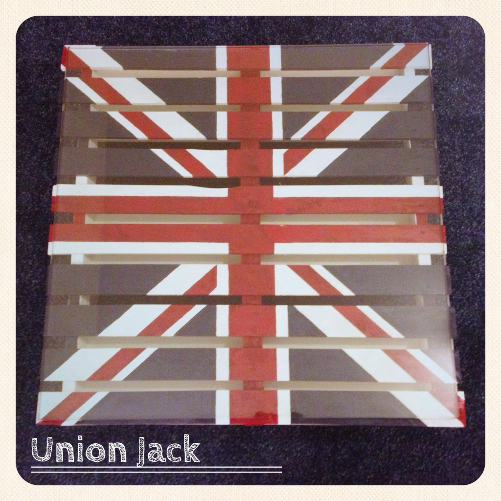 recycl par un drap union jack ou comment cr er sa table basse union jack chiara et moi. Black Bedroom Furniture Sets. Home Design Ideas